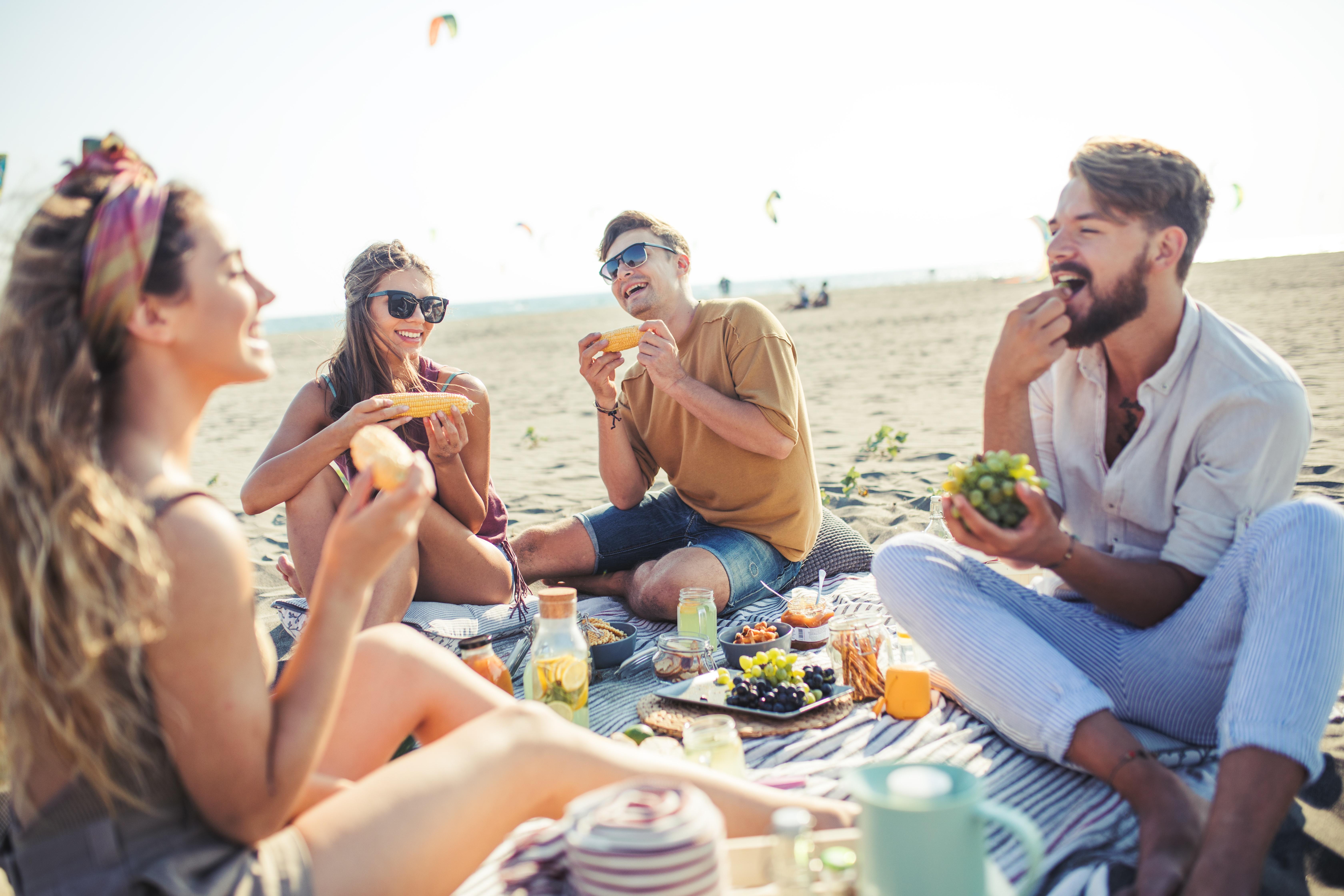 Piknik on helppo järjestää perheen kanssa, kaveriporukalla tai pariskuntana!