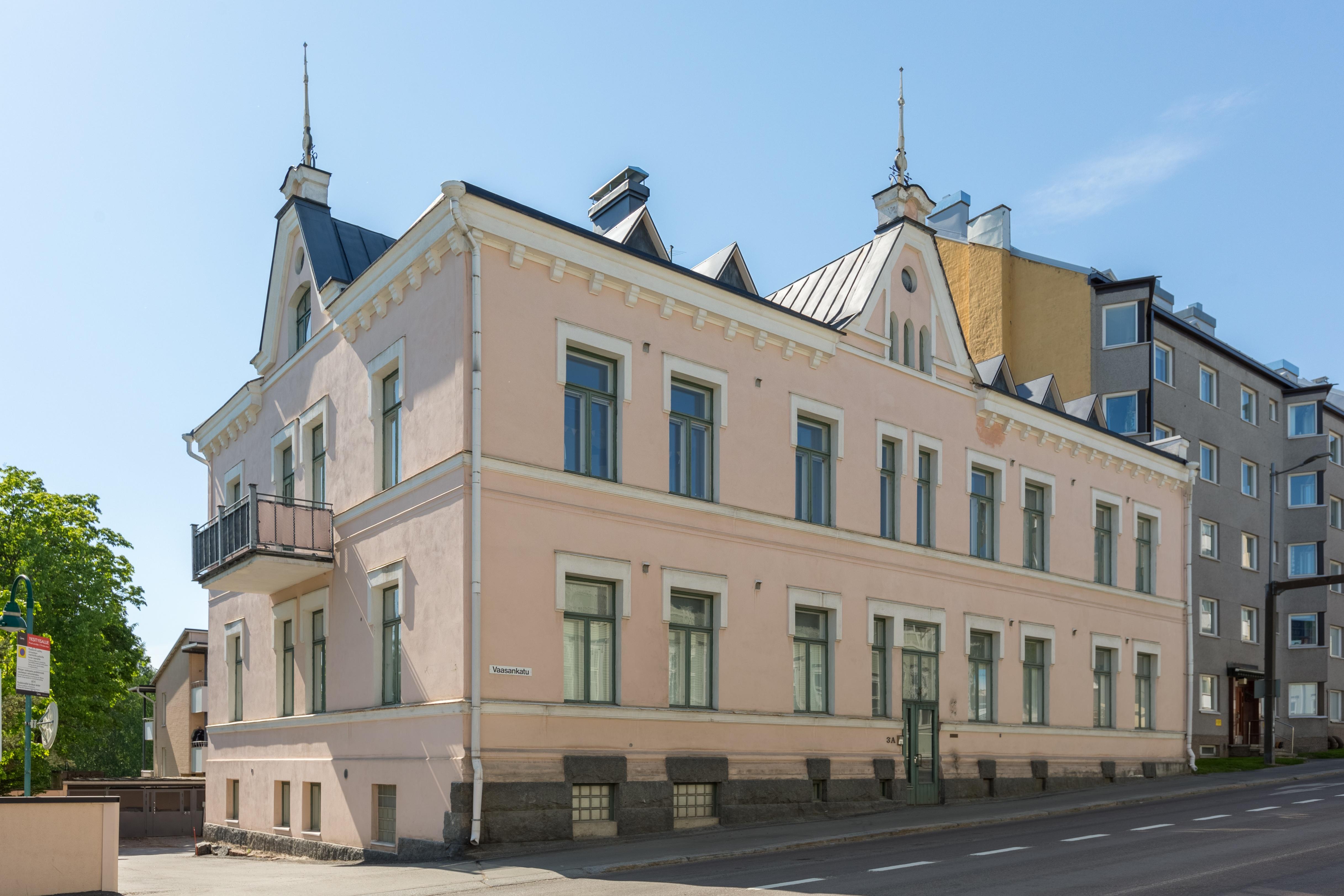 Jyväskylässä Vaasankadulla asutaan uuserenesanssin tyylissä.