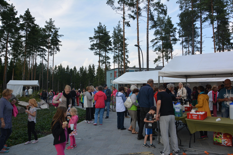 Leinelän puistojuhla viihdytti asukkaita Vantaalla