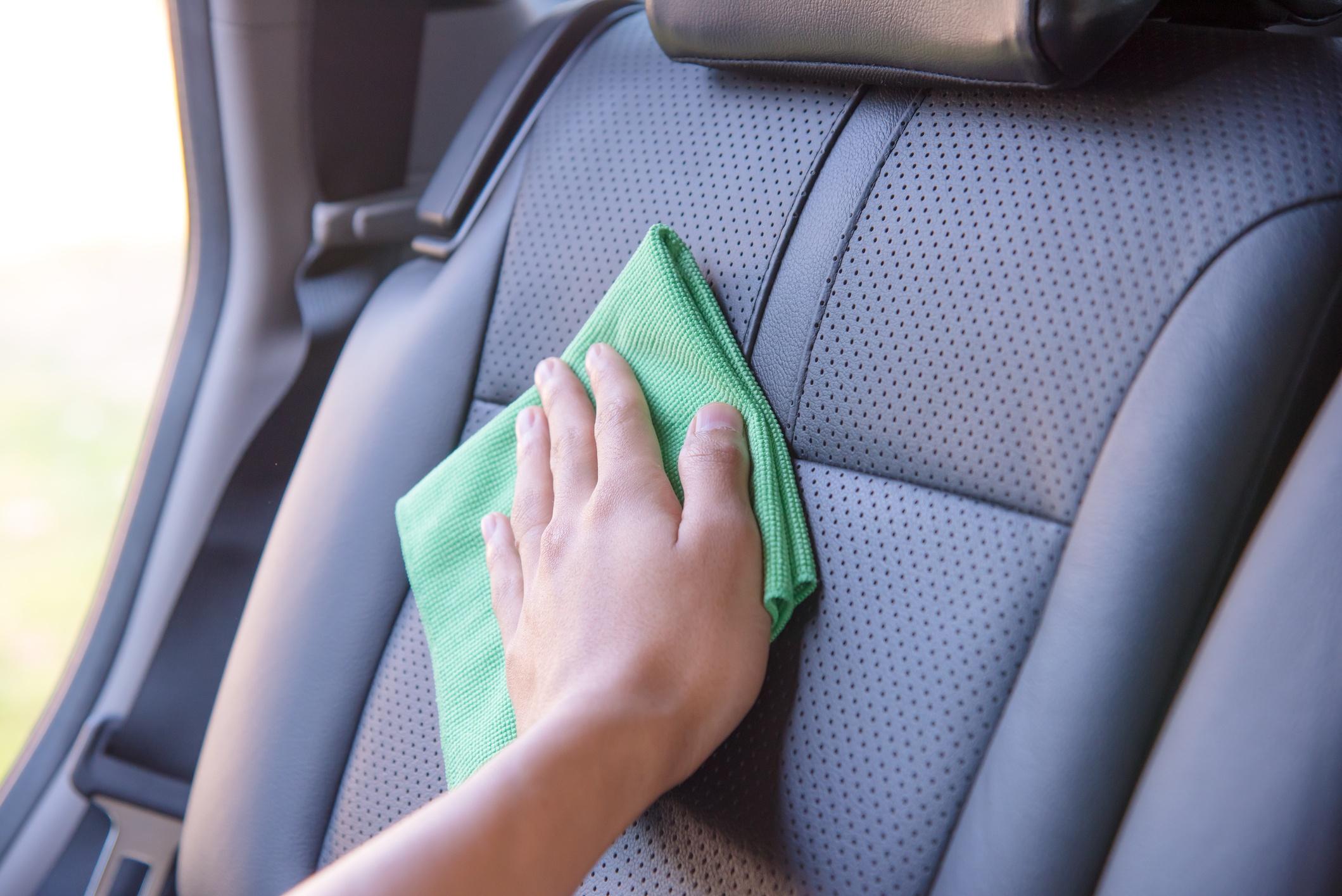 Auton siivoaminen - Vinkkejä auton sisätilojen puhdistukseen