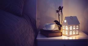 Yöpöydän sisustus - Mitä laittaa yöpöydälle?